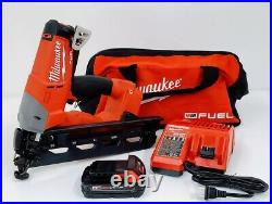 Milwaukee 2742-21CT M18 FUEL 16-Gauge Angled Finish Nailer Kit