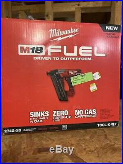 NEW Milwaukee M18 Fuel 2742-20 16-Gauge Angled Finish Nailer